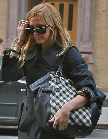 ashlee-simpson-downtown-ysl.jpg